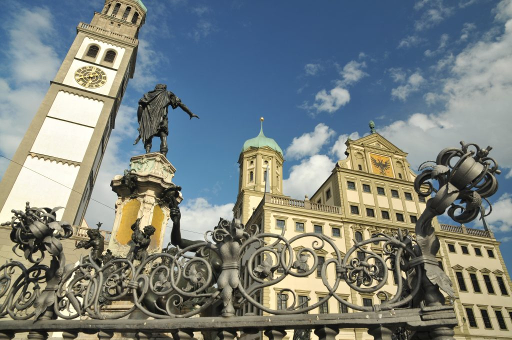 Rathaus mit Perlachturm und Augustusbrunnen; Bild Friedrich Stettmayer.jpg